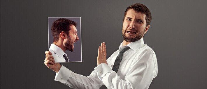מה הקשר בין ביקורת עצמית לבין עיסויים?