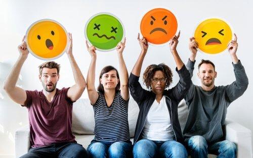 איך יודעים מה מרגישים? קרוב או רחוק- ההשפעה המפתיעה של בדיקה חוזרת של רגשות