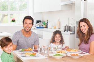 ארוחה משפחתית בריאה