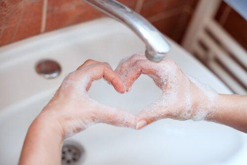 לשטוף או לא לשטוף: על התמודדות עם הפרעה טורדנית כפייתית (OCD) בעת משבר הקורונה (COVID 19)